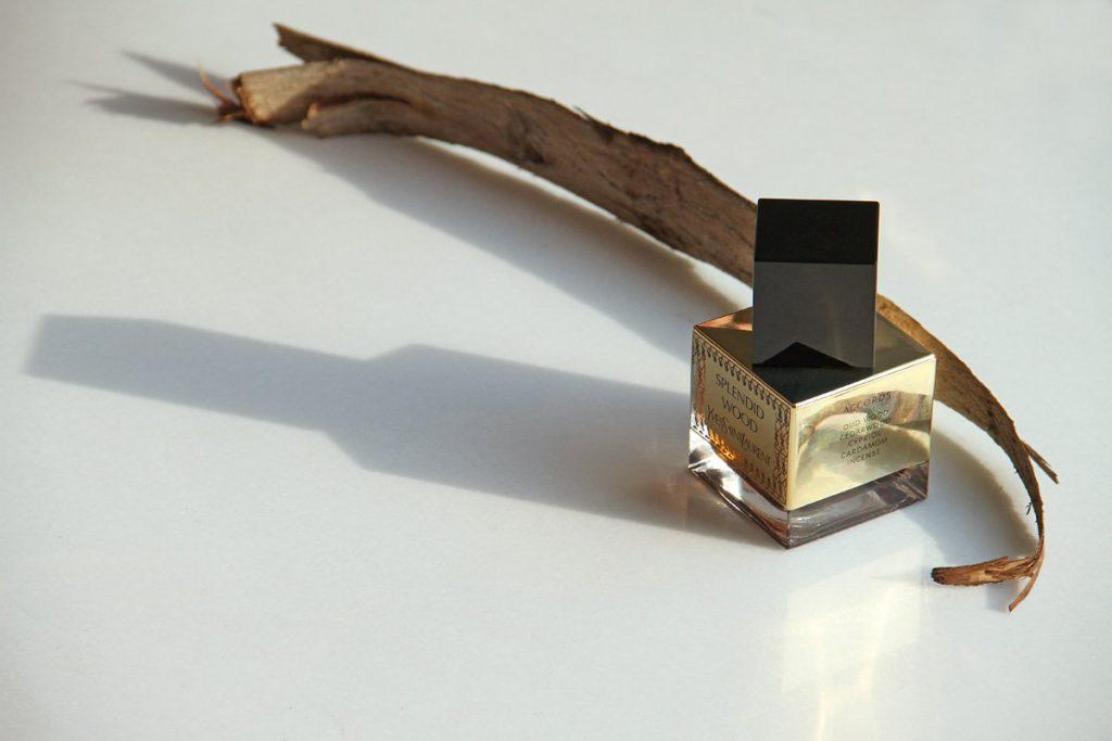 Cardamom, incense, Sambac jasmine, cypriol, oud and cedarwood