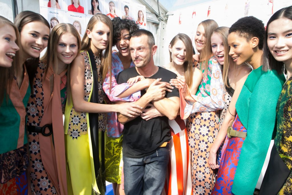 Jonathan Saunders and models pose backstage at his last show for S/S16