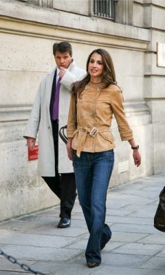When: April 2003 | Brunette shoulder-length locks with lightweight highlighting are worn nonchalantly with a delicate ebony choker. The ensemble's chic aesthetic is completed by a pair of boot-cut jeans and a camel-coloured, double buttoned jacket, worn with a silver belt buckle and cinched in waist.