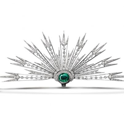 Radiant sun aigrette, 1914 | Celestial motifs first became intensely popular in the early 20th Century as an alternative to the late 19th Century stars and crescent moons. They were also amongst Joseph Chaumet's favourite themes of inspiration. Gold and platinum is used to showcase a phenomenal emerald, that's surrounded by glittering diamonds. Truly ethereal, this piece is certainly a head turner.