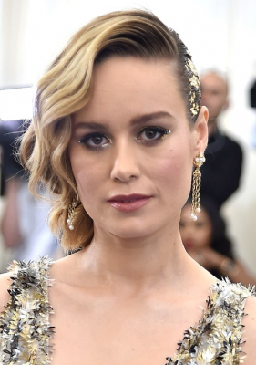 Brie Larson. Makeup artist Rachel Goodwin applied miniscule pearls to the tips of the actress's metallic cat eye. Meanwhile, Larson's delicately side-swept hair was flecked in glinting gold leaf for a truly opulent effect