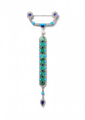 Brooch-pendant in platinum a single- and rose-cut diamonds, sapphire cabochons, one natural pearl, turquoise cabochons and nine hinged jade plaques. Cartier Paris, 1913.