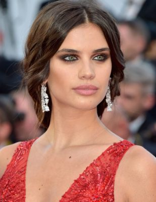 Sara Sampaio rocked a classic smokey eye and soft curls that were pulled back into a beautiful low braid