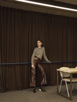 Top, MICHAEL KORS COLLECTION | trousers, EACH X OTHER | boots, SPORTMAX | earrings, CÉLINE