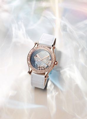 Chopard's limited edition Happy Fish Metiers D'Arts 36mm automatic watch in 18-karat rose gold is a unique blend of artisanal craftsmanship and under-the-sea inspiration. An ultra-feminine but surprisingly powerful piece, the dial features a breathtaking gilded fish.