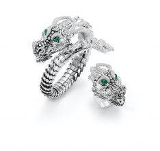 Roberto Coin's exceptional craftsmanship and penchant for all things whimsical is seen here in the form of two splendid matching dragons. These fabulous creatures are brought to life with two menacingly beautiful emerald eyes.