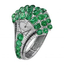 This breathtaking watch by Cartier boasts the finest emeralds, alongside glistening onyx and diamonds, all of which are embedded into a delicate white gold frame.