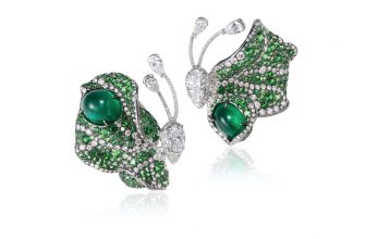 There's no mistaking these impossibly delicate butterfly-shaped earrings as Cindy Chao creations. Sophisticated emeralds are beautifully showcased against various veins that are deep-seated with dazzling diamonds.