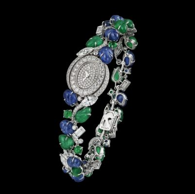 The Mini Tutti Émeraude and Saphir wristwatch by Cartier is a feminine and decorative piece, perfect for those with smaller and daintier wrists who still enjoy making a jaw-dropping high jewellery statement