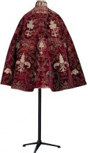 Thought to have been worn by a French aristocrat of the Royal Court in the first half of the 16th Century, this cape in red velvet with gold embroidery is one of the oldest and rarest items in the collection (there are less than a dozen in the world). Badly damaged, the material had to be strengthened and lined, and its sequins sewn on one by one.