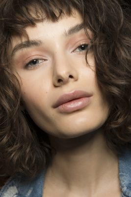 Vivienne Tam: Loose natural curls, dabs of glittery peach eyeshadow and glossy pink lips hinted at sun kissed summer beauty at Vivienne Tam