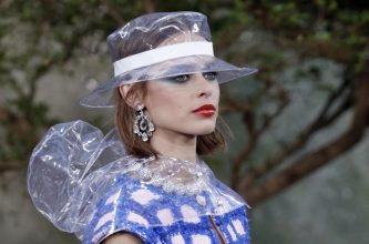 Makeup was bold and striking with swathes of blue eyeshadow that were fanned out into wide sweeping cats eyes and paired with a glossy red lip