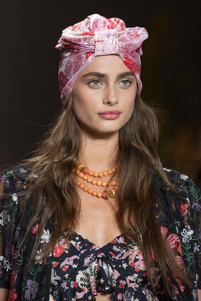Five Ways To Wear A Headscarf