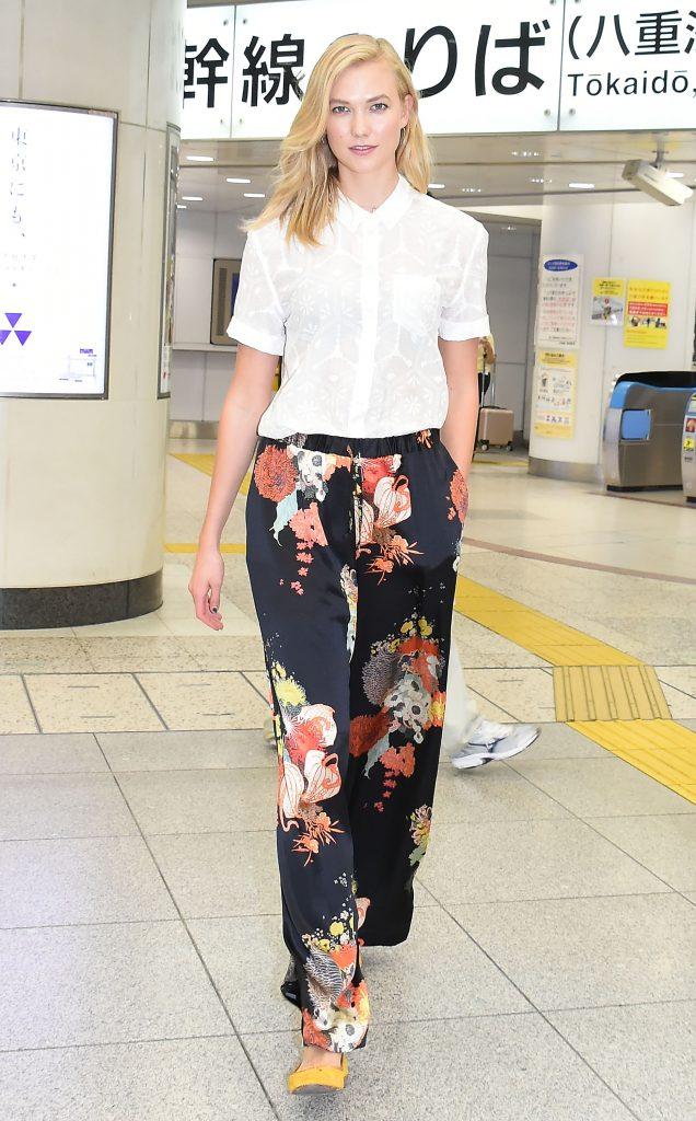 How To Wear A White Shirt Like Karlie Kloss Fashion Mojeh Magazine