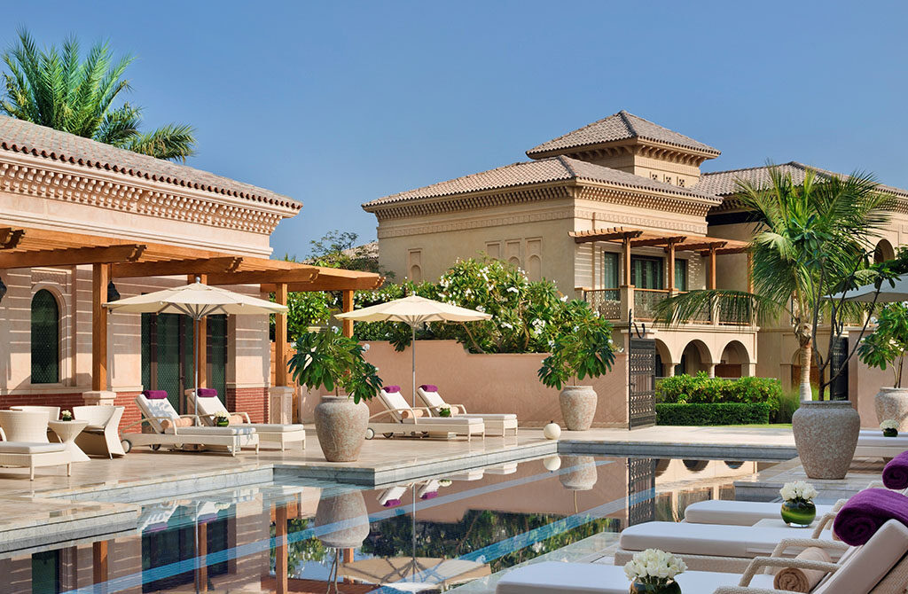 The adults-only spa pool at One & Only The Palm