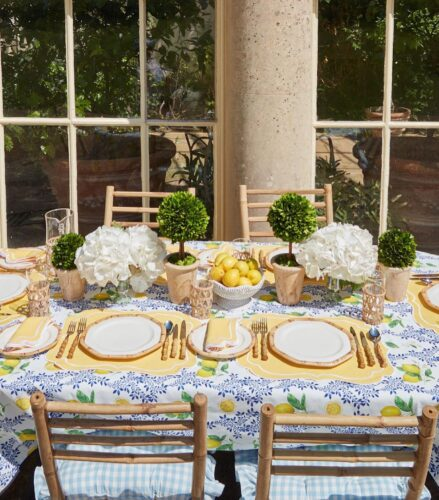 How to elevate your dinner party with a tablescape
